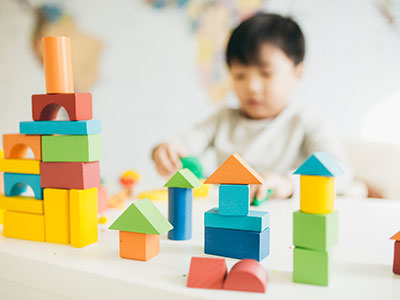 little boy playing with building block